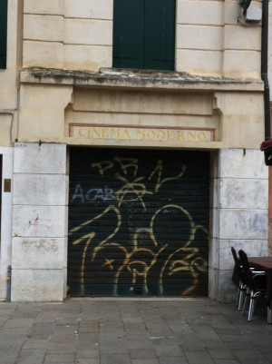 Cinema Moderno closed for business, Campo Santa Margherita, Venice, June 2014 © Lucy Bullivant.