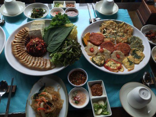 Lunch in Seoul, 2015, © Lucy Bullivant.