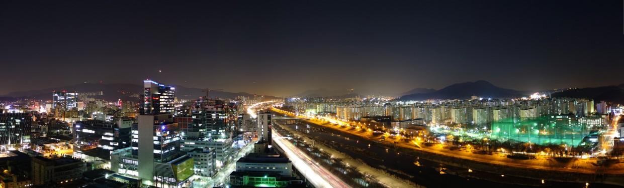 Seoul by night, 2014, © Woogeon Choi.