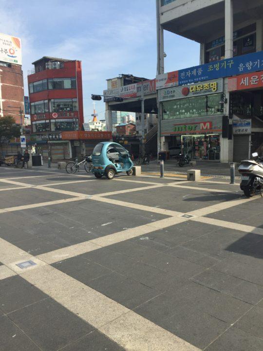 Seungsangga Complex from across the street, Seoul, 2015 © Lucy Bullivant.